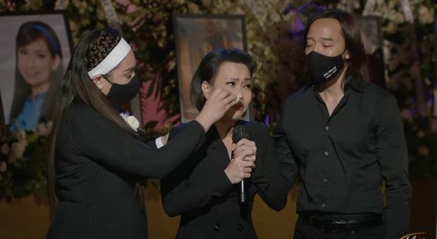 Tang lễ cố ca sĩ Phi Nhung ở Mỹ: Việt Hương khóc nức nở trong vòng tay Wendy Phạm, tiết lộ di nguyện cuối cùng của cố nghệ sĩ - Ảnh 3.