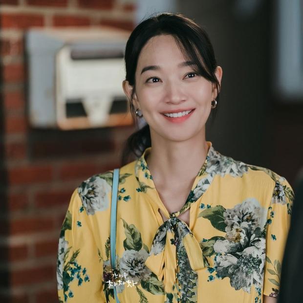 Thời trang nữ chính Hometown Cha-Cha-Cha bị netizen chê bai thảm họa: Vừa già vừa sến, dìm chị đẹp quá thể? - Ảnh 4.