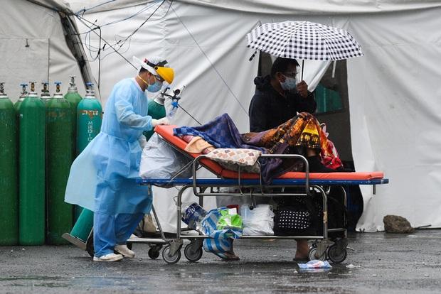 Tổng thống Philippines đề xuất đột nhập vào nhà dân, tiêm lén vaccine COVID-19 khi đang ngủ - Ảnh 5.