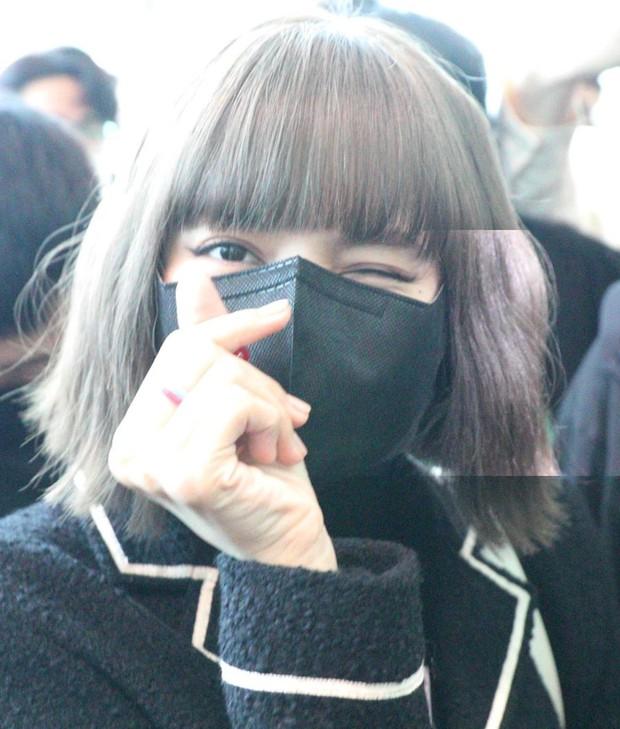 Lisa u mê mấy chiếc nhẫn nhựa màu sắc, đi đâu cũng đeo: Hóa ra đang hot trend bên Hàn, fan Việt cũng có thể sắm được với giá chỉ từ 3k - Ảnh 6.