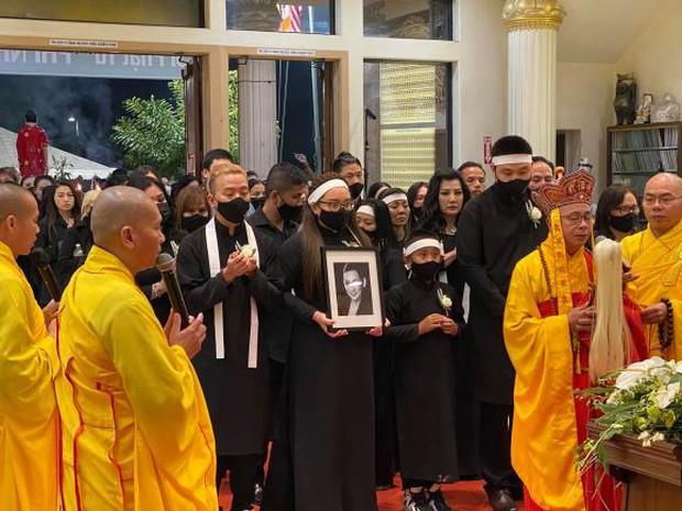 Con gái ruột Phi Nhung nói lời cảm tạ, rất xúc động vì 1 điều sau tang lễ của mẹ - Ảnh 9.