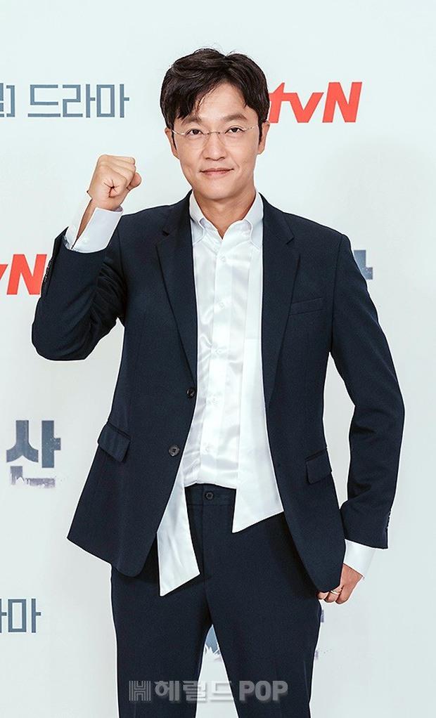 Sự kiện toàn cầu hot nhất hôm nay: Jeon Ji Hyun hở bạo khoe body khó tin, thái tử Joo Ji Hoon lần đầu hé lộ quan hệ với mợ chảnh - Ảnh 8.