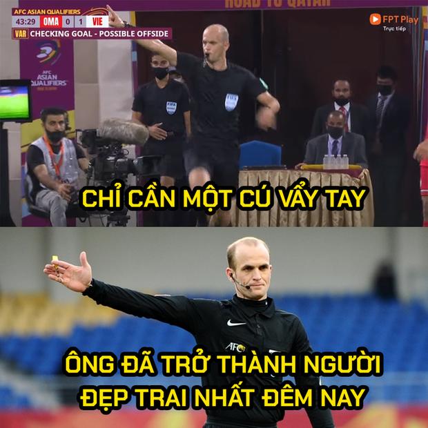 Những hình ảnh troll hài hước về trận đấu căng thẳng giữa ĐT Oman và ĐT Việt Nam - Ảnh 3.