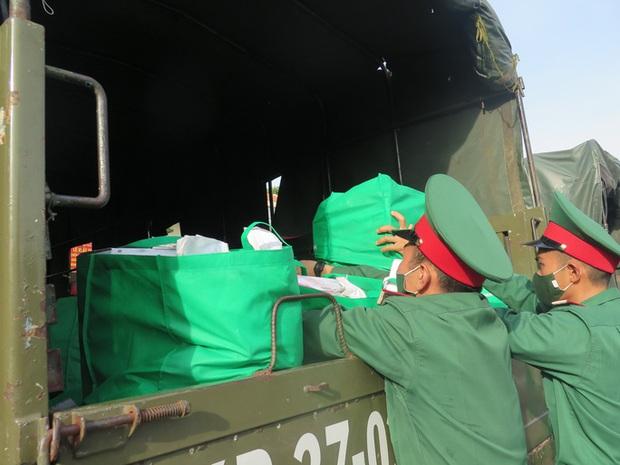 Hôm nay 13/10, bộ đội tăng cường cho TP.HCM bắt đầu rút quân - Ảnh 1.