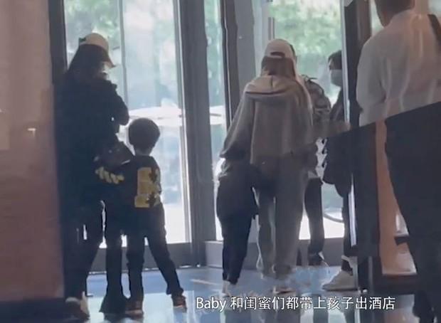 Angela Baby - Huỳnh Hiểu Minh tình cảm bất ngờ, liên tục có động thái làm rõ tin đồn ly hôn - Ảnh 5.