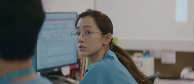 Nam chính trong MV mới của IU đã lộ diện, hóa ra là một nửa tiểu tam của cặp Vườn Đông trong Hospital Playlist? - Ảnh 5.