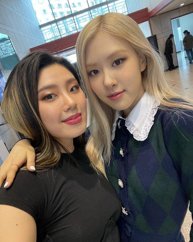 Cùng 1 hành động ủng hộ dancer show Mnet nhưng vì sao Rosé (BLACKPINK) bị chỉ trích còn j-hope (BTS) lại được khen ngợi? - Ảnh 5.