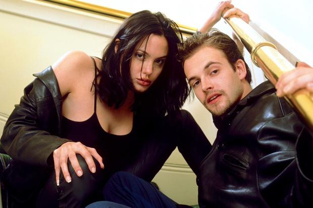 Angelina Jolie lại đi hẹn hò với chồng cũ, lộ ảnh trong xe làm dân tình rần rần: Liệu có tái hợp sau 20 năm? - Ảnh 9.