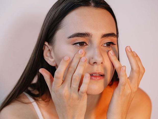4 hành vi gây hại đôi mắt, thậm chí còn dễ dẫn đến mù lòa nhưng nhiều người vẫn hay mắc phải - Ảnh 3.
