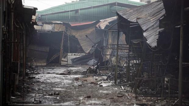 Tiểu thương khóc nghẹn khi Trung tâm thương mại Thủy Nguyên chìm trong biển lửa - Ảnh 4.