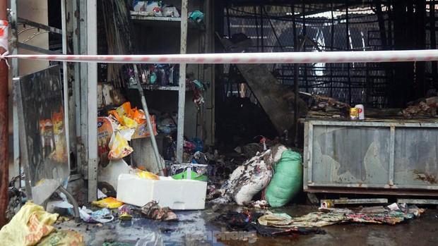 Tiểu thương khóc nghẹn khi Trung tâm thương mại Thủy Nguyên chìm trong biển lửa - Ảnh 6.