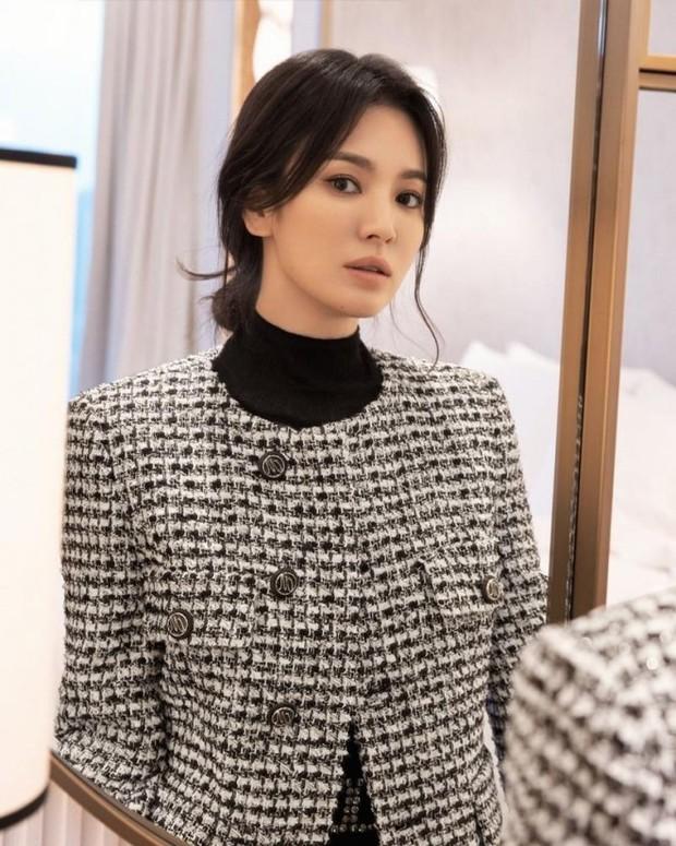 Song Hye Kyo bị ném đá tơi tả vì nhận phim với trai trẻ Lee Do Hyun: Chênh tuổi quá nhiều còn hay dính phốt? - Ảnh 2.