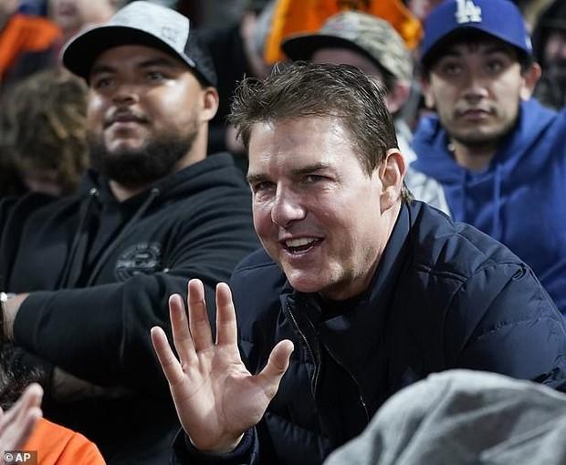 """Không thể tin nổi đây là tài tử Tom Cruise: Da căng phồng như bơm hơi, mặt biến dạng dấy lên nghi vấn """"dao kéo"""" - Ảnh 4."""