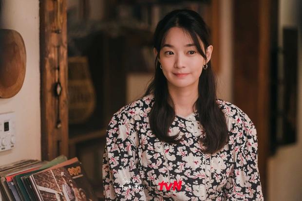 Thời trang nữ chính Hometown Cha-Cha-Cha bị netizen chê bai thảm họa: Vừa già vừa sến, dìm chị đẹp quá thể? - Ảnh 3.