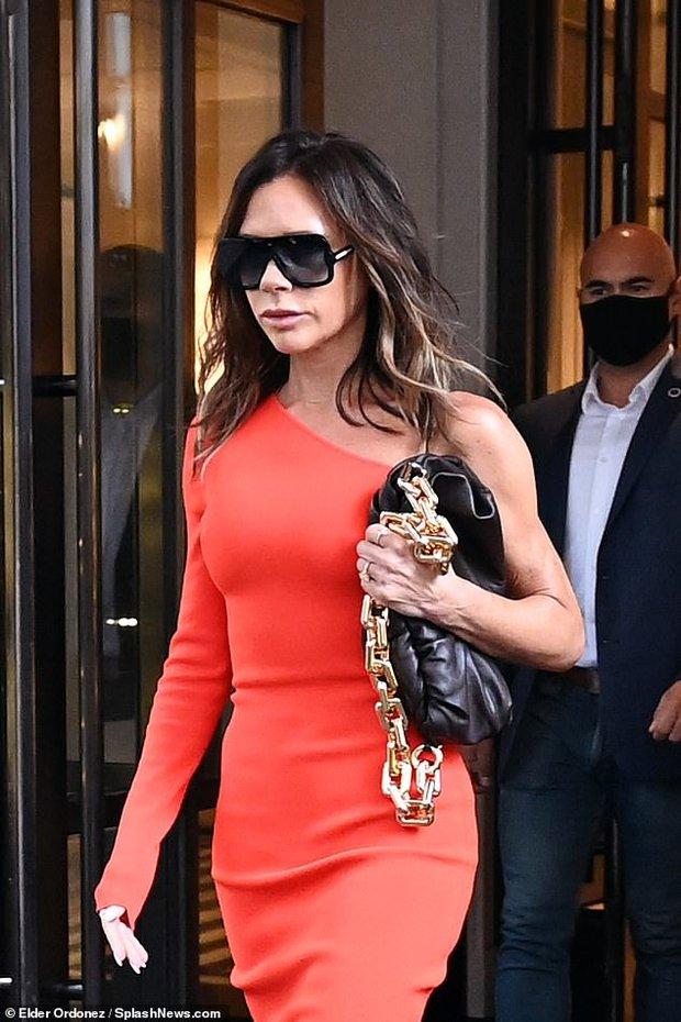 Victoria Beckham hôm qua: Style OK nhưng đôi môi bĩu với cả thế giới mới là đề tài chính! - Ảnh 3.