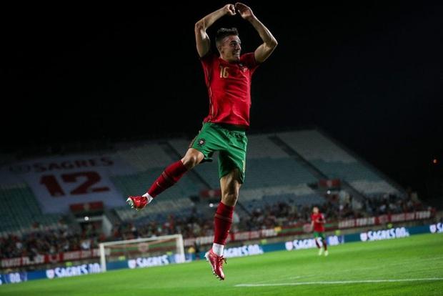 Ronaldo ghi 3 bàn giúp Bồ Đào Nha nghiền nát đội tuyển tới từ đất nước giàu nhất thế giới - Ảnh 5.