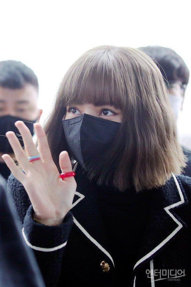 Lisa u mê mấy chiếc nhẫn nhựa màu sắc, đi đâu cũng đeo: Hóa ra đang hot trend bên Hàn, fan Việt cũng có thể sắm được với giá chỉ từ 3k - Ảnh 5.