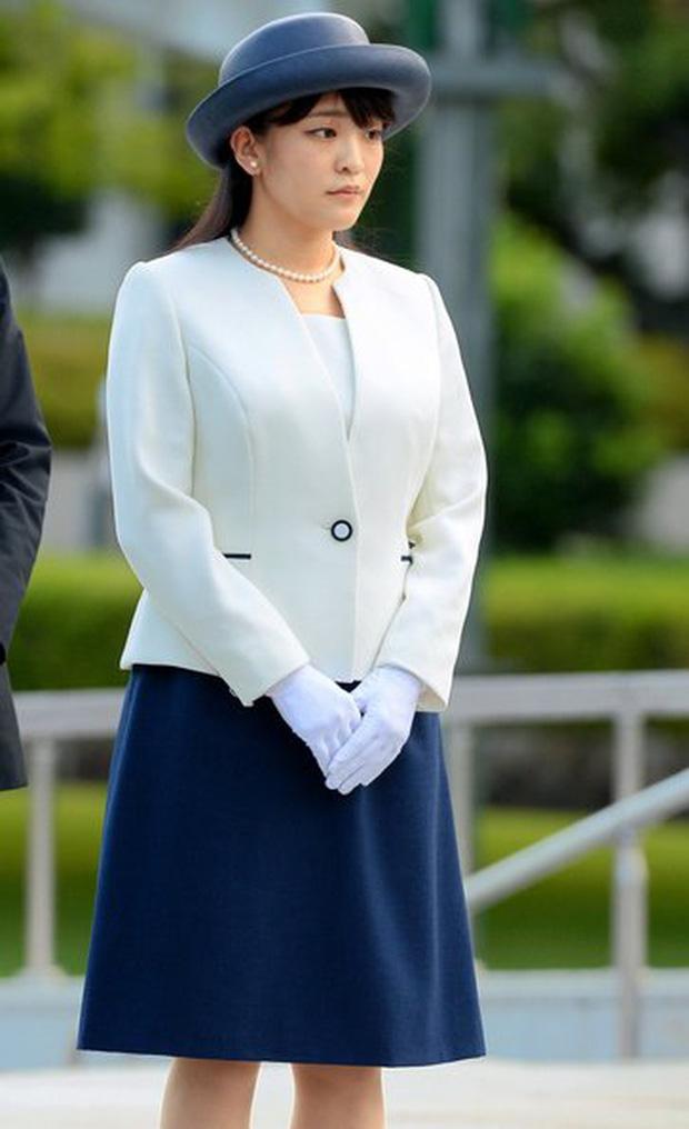 Công chúa Nhật khiến dân chúng buồn lòng vì cưới thường dân: Từng là viên ngọc quý được yêu mến giờ chỉ thấy gượng cười mỗi lần xuất hiện - Ảnh 11.