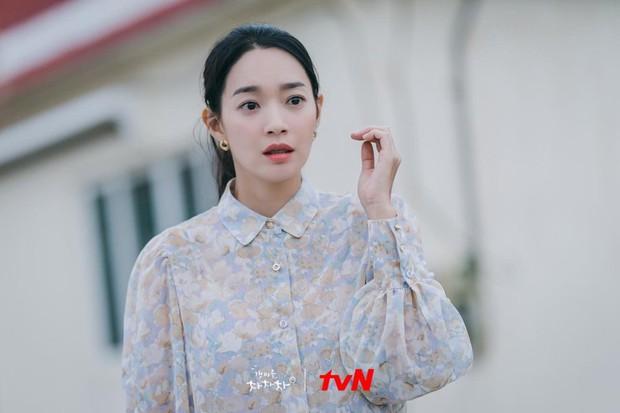 Thời trang nữ chính Hometown Cha-Cha-Cha bị netizen chê bai thảm họa: Vừa già vừa sến, dìm chị đẹp quá thể? - Ảnh 5.