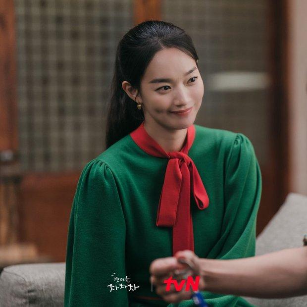 Thời trang nữ chính Hometown Cha-Cha-Cha bị netizen chê bai thảm họa: Vừa già vừa sến, dìm chị đẹp quá thể? - Ảnh 7.