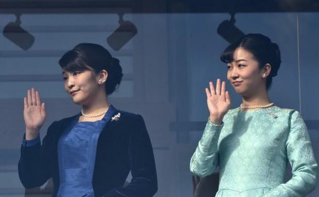 """""""Cô em gái trái ngược"""" của Công chúa Mako trả lời đầy ẩn ý khi bị hỏi về đám cưới gây tranh cãi của chị gái cùng hôn phu thường dân - Ảnh 1."""