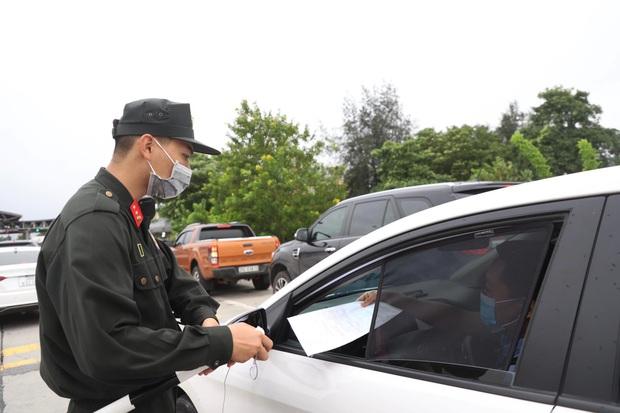Tạm dừng Chỉ thị 15, 16 toàn quốc, tại sao Hà Nội vẫn duy trì 22 chốt kiểm soát cửa ngõ gây khó khăn cho người dân? - Ảnh 4.