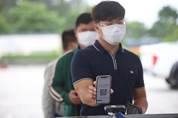 Tạm dừng Chỉ thị 15, 16 toàn quốc, tại sao Hà Nội vẫn duy trì 22 chốt kiểm soát cửa ngõ gây khó khăn cho người dân? - Ảnh 3.