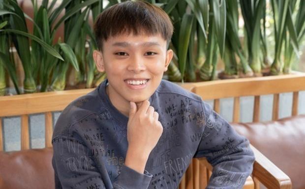 Hồ Văn Cường chỉ mặc 1 chiếc áo trong suốt 10 ngày từ dự lễ cầu siêu, nhận tiền cát-xê đến đi ra ngân hàng - Ảnh 8.