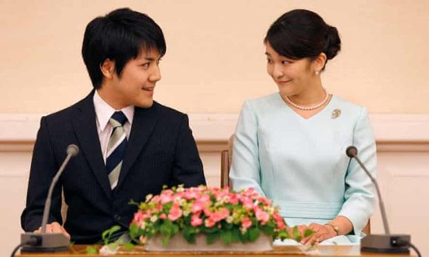 """""""Cô em gái trái ngược"""" của Công chúa Mako trả lời đầy ẩn ý khi bị hỏi về đám cưới gây tranh cãi của chị gái cùng hôn phu thường dân - Ảnh 3."""