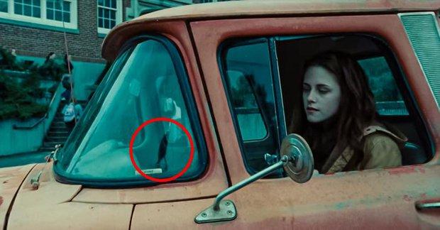 9 lỗi sai siêu lố trong Twilight khiến fan kêu trời kêu đất: Ảo lòi thế này mà qua mặt được bao nhiêu người! - Ảnh 8.