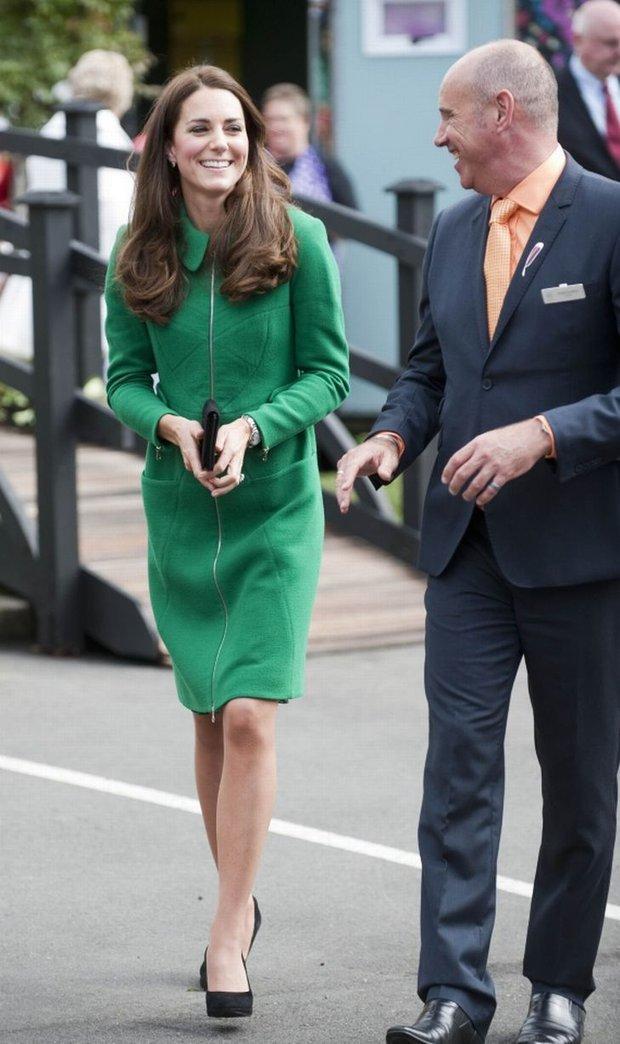 Kate Middleton - Công nương danh giá bậc nhất Hoàng gia vẫn mặc đi mặc lại 1 mẫu áo khoác trong suốt 7 năm - Ảnh 2.