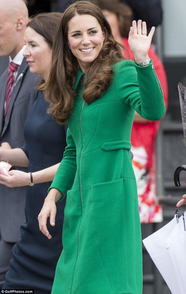 Kate Middleton - Công nương danh giá bậc nhất Hoàng gia vẫn mặc đi mặc lại 1 mẫu áo khoác trong suốt 7 năm - Ảnh 6.