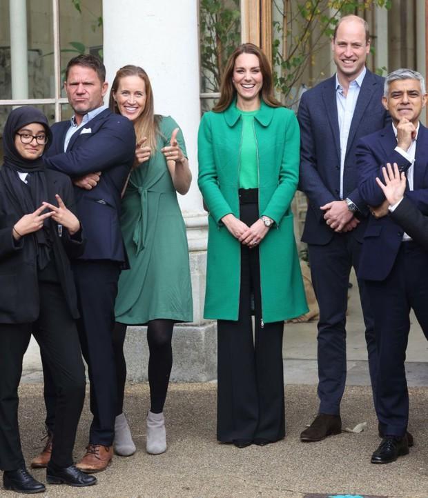 Kate Middleton - Công nương danh giá bậc nhất Hoàng gia vẫn mặc đi mặc lại 1 mẫu áo khoác trong suốt 7 năm - Ảnh 5.