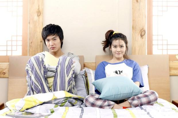 Son Ye Jin - Lee Min Ho từng có cảnh giường chiếu nóng bỏng mắt, Hyun Bin xem lại chắc tức phát điên - Ảnh 6.