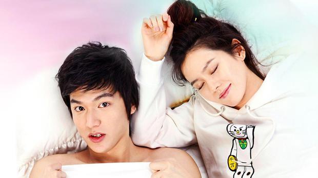 Son Ye Jin - Lee Min Ho từng có cảnh giường chiếu nóng bỏng mắt, Hyun Bin xem lại chắc tức phát điên - Ảnh 8.