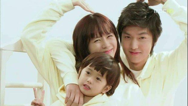 Son Ye Jin - Lee Min Ho từng có cảnh giường chiếu nóng bỏng mắt, Hyun Bin xem lại chắc tức phát điên - Ảnh 9.