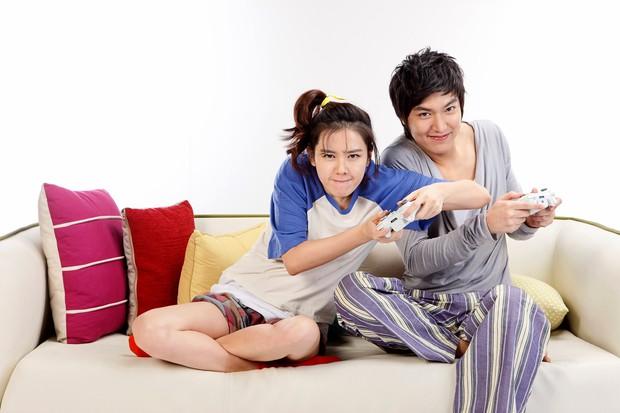 Son Ye Jin - Lee Min Ho từng có cảnh giường chiếu nóng bỏng mắt, Hyun Bin xem lại chắc tức phát điên - Ảnh 7.