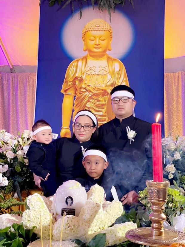 Con gái Phi Nhung nói lời cảm ơn sau khi hoàn tất tang lễ, cầu xin khán giả một điều cuối cùng liên quan đến mẹ - Ảnh 3.