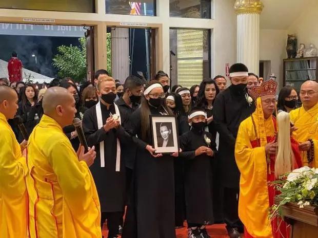 Con gái Phi Nhung nói lời cảm ơn sau khi hoàn tất tang lễ, cầu xin khán giả một điều cuối cùng liên quan đến mẹ - Ảnh 5.