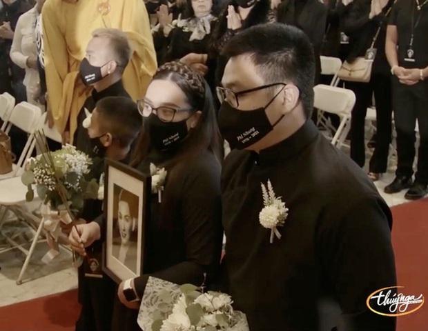 Con gái Phi Nhung nói lời cảm ơn sau khi hoàn tất tang lễ, cầu xin khán giả một điều cuối cùng liên quan đến mẹ - Ảnh 4.