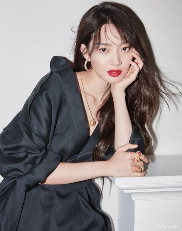 Ngã ngửa với nhan sắc thật của dàn cast Hometown Cha-Cha-Cha: Shin Min Ah lép vế nữ phụ, trùm cuối gây sốc cực mạnh - Ảnh 4.