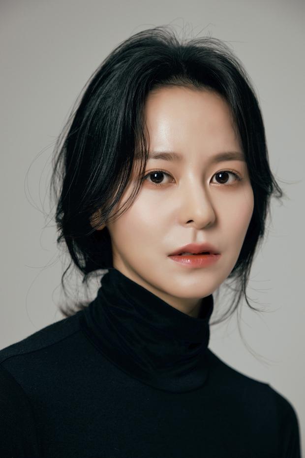 Ngã ngửa với nhan sắc thật của dàn cast Hometown Cha-Cha-Cha: Shin Min Ah lép vế nữ phụ, trùm cuối gây sốc cực mạnh - Ảnh 9.