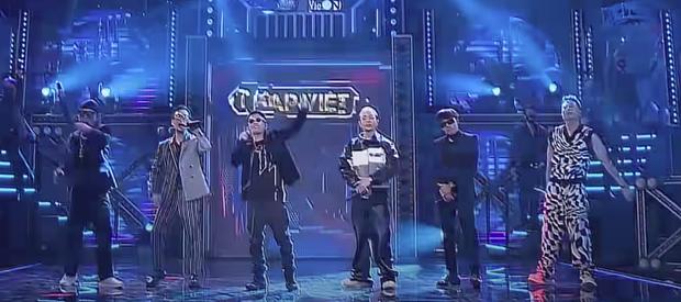Còn chưa chiếu tập 1 mùa 2, dân tình đã chỉ ra một điều thiếu sót rất lớn của Rap Việt sau khi ra mắt bài chủ đề - Ảnh 13.