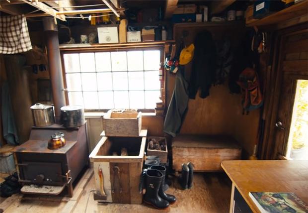 Ông lão mua một căn nhà rộng 70m2 trên mặt nước, sống nhàn nhã một mình hơn 30 năm: Không bị vật chất bó buộc, thế giới tinh thần trở nên phong phú hơn! - Ảnh 11.