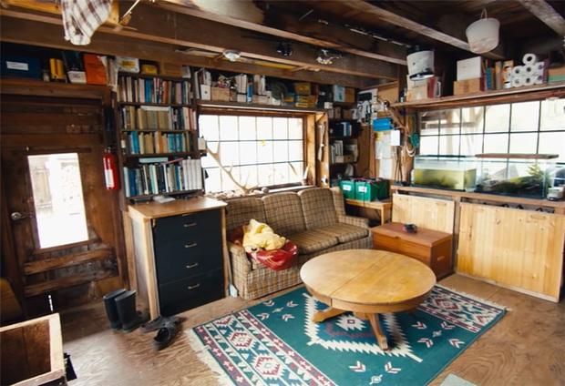 Ông lão mua một căn nhà rộng 70m2 trên mặt nước, sống nhàn nhã một mình hơn 30 năm: Không bị vật chất bó buộc, thế giới tinh thần trở nên phong phú hơn! - Ảnh 12.
