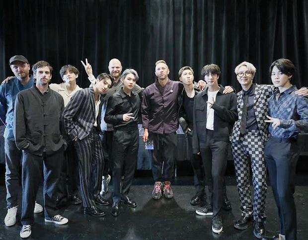 Coldplay cố gắng bảo vệ BTS khi bị MC người Đức mỉa mai, cố tình hạ thấp - Ảnh 4.
