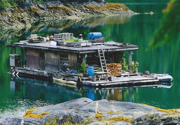 Ông lão mua một căn nhà rộng 70m2 trên mặt nước, sống nhàn nhã một mình hơn 30 năm: Không bị vật chất bó buộc, thế giới tinh thần trở nên phong phú hơn! - Ảnh 4.