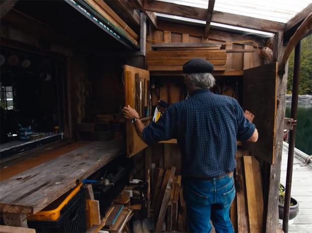 Ông lão mua một căn nhà rộng 70m2 trên mặt nước, sống nhàn nhã một mình hơn 30 năm: Không bị vật chất bó buộc, thế giới tinh thần trở nên phong phú hơn! - Ảnh 34.