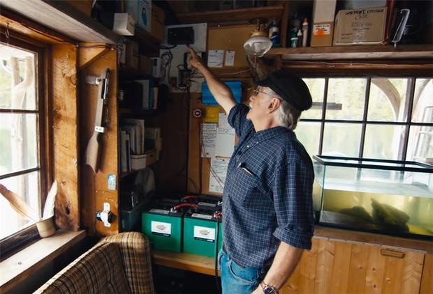 Ông lão mua một căn nhà rộng 70m2 trên mặt nước, sống nhàn nhã một mình hơn 30 năm: Không bị vật chất bó buộc, thế giới tinh thần trở nên phong phú hơn! - Ảnh 40.