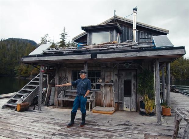 Ông lão mua một căn nhà rộng 70m2 trên mặt nước, sống nhàn nhã một mình hơn 30 năm: Không bị vật chất bó buộc, thế giới tinh thần trở nên phong phú hơn! - Ảnh 7.